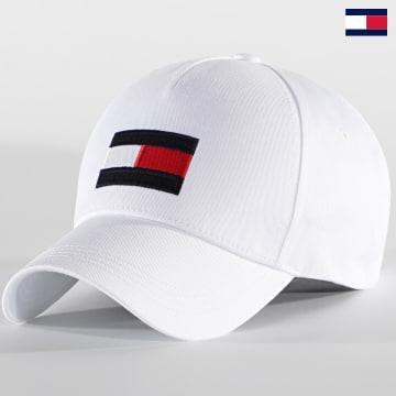 https://laboutiqueofficielle-res.cloudinary.com/image/upload/v1627647047/Desc/Watermark/7logo_tommy_hilfiger.svg Tommy Hilfiger - Casquette Big Flag 6943 Blanc