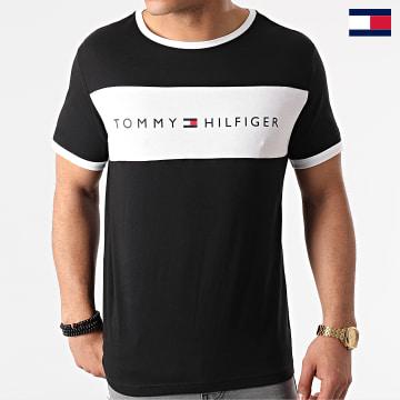 https://laboutiqueofficielle-res.cloudinary.com/image/upload/v1627647047/Desc/Watermark/7logo_tommy_hilfiger.svg Tommy Hilfiger - Tee Shirt CN Logo Flag 1170 Noir