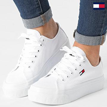 https://laboutiqueofficielle-res.cloudinary.com/image/upload/v1627647047/Desc/Watermark/7logo_tommy_hilfiger.svg Tommy Hilfiger - Baskets Femme Platform Vulcanized 1371 White