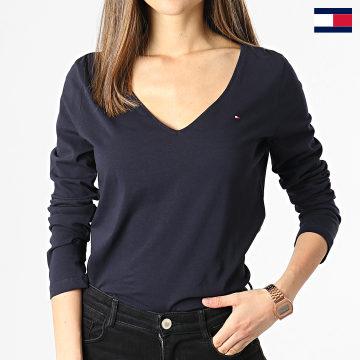 https://laboutiqueofficielle-res.cloudinary.com/image/upload/v1627647047/Desc/Watermark/7logo_tommy_hilfiger.svg Tommy Hilfiger - Tee Shirt Manches Longues Femme Col V Regular Classic 0489 Bleu Marine