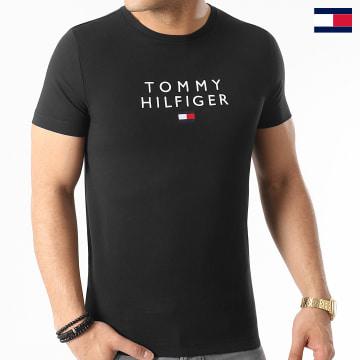 https://laboutiqueofficielle-res.cloudinary.com/image/upload/v1627647047/Desc/Watermark/7logo_tommy_hilfiger.svg Tommy Hilfiger - Tee Shirt Stacked Tommy Flag 7663 Noir