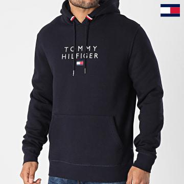 https://laboutiqueofficielle-res.cloudinary.com/image/upload/v1627647047/Desc/Watermark/7logo_tommy_hilfiger.svg Tommy Hilfiger - Sweat Capuche Stacked Tommy Flag 7397 Bleu Marine