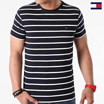 https://laboutiqueofficielle-res.cloudinary.com/image/upload/v1627647047/Desc/Watermark/7logo_tommy_hilfiger.svg Tommy Hilfiger - Tee Shirt Essential Tommy 0800 Bleu Marine