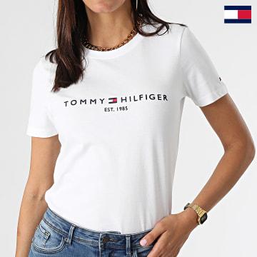 https://laboutiqueofficielle-res.cloudinary.com/image/upload/v1627647047/Desc/Watermark/7logo_tommy_hilfiger.svg Tommy Hilfiger - Tee Shirt Femme Heritage 1999 Blanc