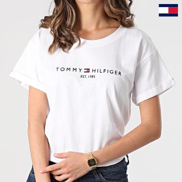 https://laboutiqueofficielle-res.cloudinary.com/image/upload/v1627647047/Desc/Watermark/7logo_tommy_hilfiger.svg Tommy Hilfiger - Tee Shirt Femme Relaxed Hilfiger C-nk 8325 Blanc