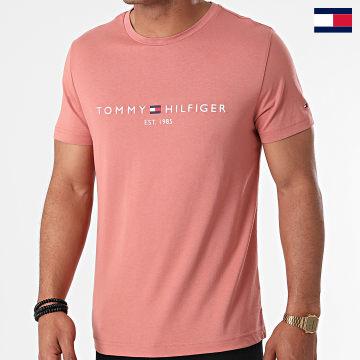 https://laboutiqueofficielle-res.cloudinary.com/image/upload/v1627647047/Desc/Watermark/7logo_tommy_hilfiger.svg Tommy Hilfiger - Tee Shirt Tommy Logo 1797 Rose