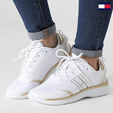 https://laboutiqueofficielle-res.cloudinary.com/image/upload/v1627647047/Desc/Watermark/7logo_tommy_hilfiger.svg Tommy Hilfiger - Baskets Femme Knitted Light Sneaker 5791 White