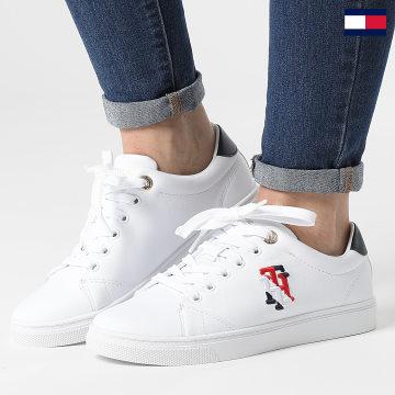 https://laboutiqueofficielle-res.cloudinary.com/image/upload/v1627647047/Desc/Watermark/7logo_tommy_hilfiger.svg Tommy Hilfiger - Baskets Femme Monogram Casual Sneaker 5794 White
