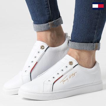 https://laboutiqueofficielle-res.cloudinary.com/image/upload/v1627647047/Desc/Watermark/7logo_tommy_hilfiger.svg Tommy Hilfiger - Baskets Femme Slip On Cupsole 5915 White