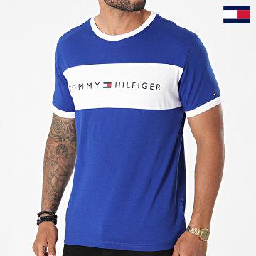 https://laboutiqueofficielle-res.cloudinary.com/image/upload/v1627647047/Desc/Watermark/7logo_tommy_hilfiger.svg Tommy Hilfiger - Tee Shirt CN Logo Flag 1170 Bleu Roi