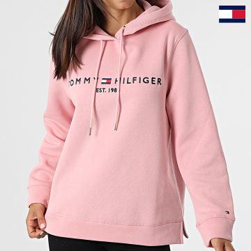 https://laboutiqueofficielle-res.cloudinary.com/image/upload/v1627647047/Desc/Watermark/7logo_tommy_hilfiger.svg Tommy Hilfiger - Sweat Capuche Femme Regular 6410 Rose