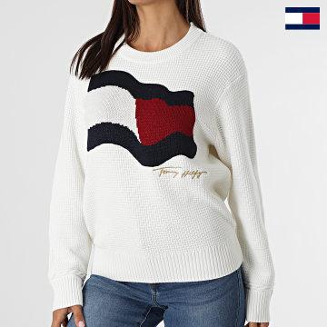 https://laboutiqueofficielle-res.cloudinary.com/image/upload/v1627647047/Desc/Watermark/7logo_tommy_hilfiger.svg Tommy Hilfiger - Pull Femme Org Flag 0860 Blanc
