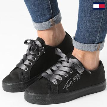 https://laboutiqueofficielle-res.cloudinary.com/image/upload/v1627647047/Desc/Watermark/7logo_tommy_hilfiger.svg Tommy Hilfiger - Baskets Femme Essential Gradient 5802 Black