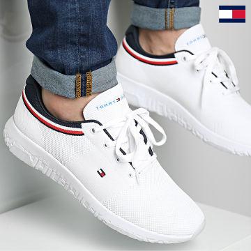 https://laboutiqueofficielle-res.cloudinary.com/image/upload/v1627647047/Desc/Watermark/7logo_tommy_hilfiger.svg Tommy Hilfiger - Baskets Lightweight Knit Runner 3614 White