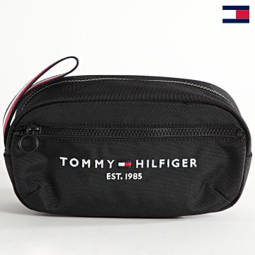 https://laboutiqueofficielle-res.cloudinary.com/image/upload/v1627647047/Desc/Watermark/7logo_tommy_hilfiger.svg Tommy Hilfiger - Trousse De Toilette Established 7609 Noir
