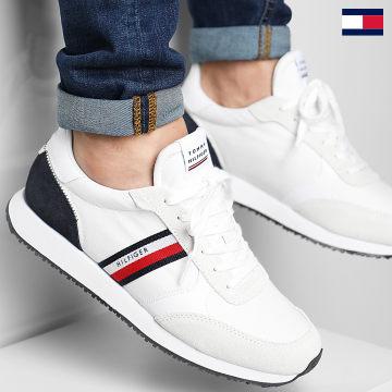 https://laboutiqueofficielle-res.cloudinary.com/image/upload/v1627647047/Desc/Watermark/7logo_tommy_hilfiger.svg Tommy Hilfiger - Baskets Runner Low Mix Stripes 3616 White