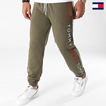 https://laboutiqueofficielle-res.cloudinary.com/image/upload/v1627647047/Desc/Watermark/7logo_tommy_hilfiger.svg Tommy Hilfiger - Pantalon Jogging 2145 Vert Kaki