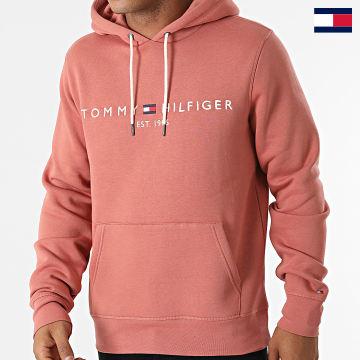 https://laboutiqueofficielle-res.cloudinary.com/image/upload/v1627647047/Desc/Watermark/7logo_tommy_hilfiger.svg Tommy Hilfiger - Sweat Capuche Tommy Logo 1599 Rose Foncé