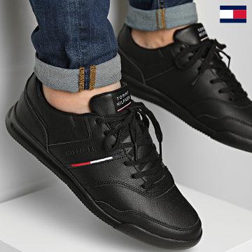 https://laboutiqueofficielle-res.cloudinary.com/image/upload/v1627647047/Desc/Watermark/7logo_tommy_hilfiger.svg Tommy Hilfiger - Baskets Lightweight Leather Stripes 3729 Black