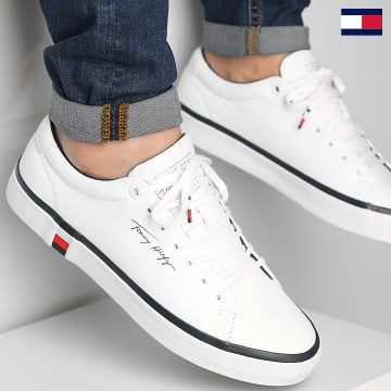 https://laboutiqueofficielle-res.cloudinary.com/image/upload/v1627647047/Desc/Watermark/7logo_tommy_hilfiger.svg Tommy Hilfiger - Baskets Corporate Modern Vulcan Leather 3727 White