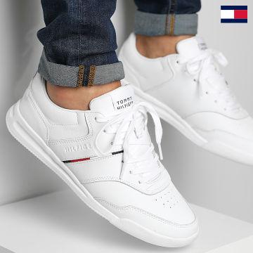 https://laboutiqueofficielle-res.cloudinary.com/image/upload/v1627647047/Desc/Watermark/7logo_tommy_hilfiger.svg Tommy Hilfiger - Baskets Lightweight Leather Stripe 3729 White