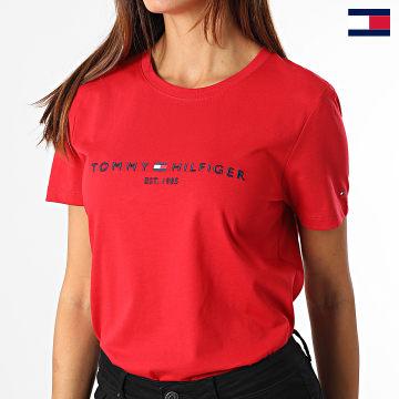 https://laboutiqueofficielle-res.cloudinary.com/image/upload/v1627647047/Desc/Watermark/7logo_tommy_hilfiger.svg Tommy Hilfiger - Tee Shirt Femme Regular 8681 Rouge