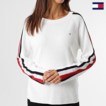 https://laboutiqueofficielle-res.cloudinary.com/image/upload/v1627647047/Desc/Watermark/7logo_tommy_hilfiger.svg Tommy Hilfiger - Pull Femme Global Stripe 1512 Blanc