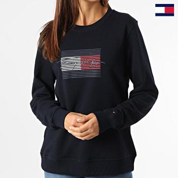 https://laboutiqueofficielle-res.cloudinary.com/image/upload/v1627647047/Desc/Watermark/7logo_tommy_hilfiger.svg Tommy Hilfiger - Sweat Crewneck Femme Regular Flag 1735 Bleu Marine