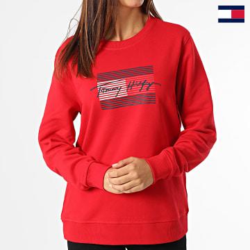 https://laboutiqueofficielle-res.cloudinary.com/image/upload/v1627647047/Desc/Watermark/7logo_tommy_hilfiger.svg Tommy Hilfiger - Sweat Crewneck Femme Regular Flag 1735 Rouge