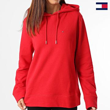 https://laboutiqueofficielle-res.cloudinary.com/image/upload/v1627647047/Desc/Watermark/7logo_tommy_hilfiger.svg Tommy Hilfiger - Sweat Capuche Femme Regular 2206 Rouge