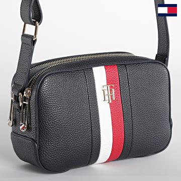 https://laboutiqueofficielle-res.cloudinary.com/image/upload/v1627647047/Desc/Watermark/7logo_tommy_hilfiger.svg Tommy Hilfiger - Sac A Main Femme Essence Camera Bag Bleu Marine