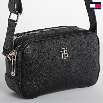 https://laboutiqueofficielle-res.cloudinary.com/image/upload/v1627647047/Desc/Watermark/7logo_tommy_hilfiger.svg Tommy Hilfiger - Sac A Main Femme Essence Camera Bag Noir
