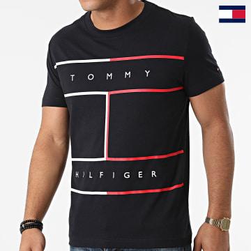 https://laboutiqueofficielle-res.cloudinary.com/image/upload/v1627647047/Desc/Watermark/7logo_tommy_hilfiger.svg Tommy Hilfiger - Tee Shirt Large RWB Flag 5044 Bleu Marine