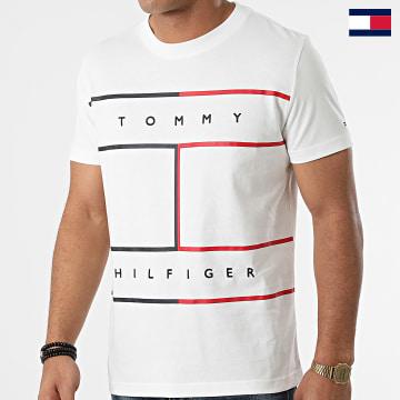 https://laboutiqueofficielle-res.cloudinary.com/image/upload/v1627647047/Desc/Watermark/7logo_tommy_hilfiger.svg Tommy Hilfiger - Tee Shirt Large RWB Flag 5044 Blanc