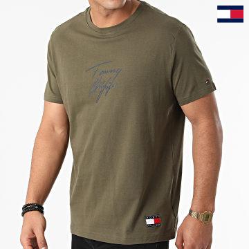 https://laboutiqueofficielle-res.cloudinary.com/image/upload/v1627647047/Desc/Watermark/7logo_tommy_hilfiger.svg Tommy Hilfiger - Tee Shirt Logo 1787 Vert Kaki