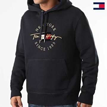 https://laboutiqueofficielle-res.cloudinary.com/image/upload/v1627647047/Desc/Watermark/7logo_tommy_hilfiger.svg Tommy Hilfiger - Sweat Capuche Seasonal Icon 0135 Bleu Marine Doré