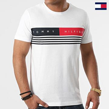 https://laboutiqueofficielle-res.cloudinary.com/image/upload/v1627647047/Desc/Watermark/7logo_tommy_hilfiger.svg Tommy Hilfiger - Tee Shirt Corp Chest Stripe 0327 Ecru