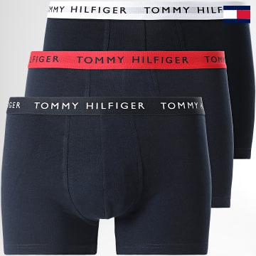 https://laboutiqueofficielle-res.cloudinary.com/image/upload/v1627647047/Desc/Watermark/7logo_tommy_hilfiger.svg Tommy Hilfiger - Lot De 3 Boxers 2324 Bleu Marine Blanc Rouge