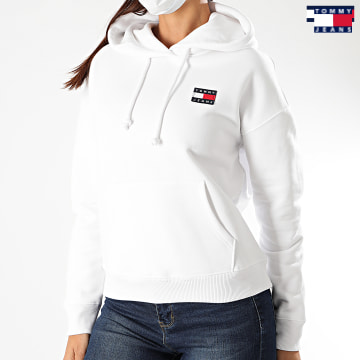 https://laboutiqueofficielle-res.cloudinary.com/image/upload/v1627651009/Desc/Watermark/3logo_tommy_jeans.svg Tommy Jeans - Sweat Capuche Femme Tommy Badge 7787 Blanc