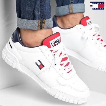 https://laboutiqueofficielle-res.cloudinary.com/image/upload/v1627651009/Desc/Watermark/3logo_tommy_jeans.svg Tommy Jeans - Baskets Retro Tommy Jeans 0487 RWB