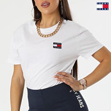 https://laboutiqueofficielle-res.cloudinary.com/image/upload/v1627651009/Desc/Watermark/3logo_tommy_jeans.svg Tommy Jeans - Tee Shirt Femme Tommy Badge 6813 Blanc