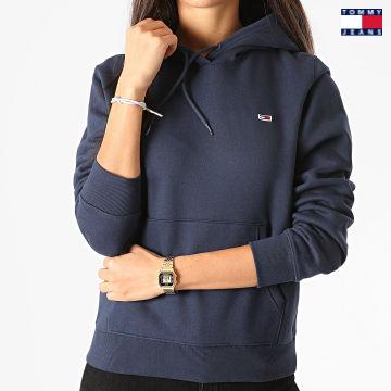 https://laboutiqueofficielle-res.cloudinary.com/image/upload/v1627651009/Desc/Watermark/3logo_tommy_jeans.svg Tommy Jeans - Sweat Capuche Femme Regular Fleece 9228 Bleu Marine