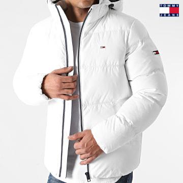 https://laboutiqueofficielle-res.cloudinary.com/image/upload/v1627651009/Desc/Watermark/3logo_tommy_jeans.svg Tommy Jeans - Doudoune Capuche Essential Down 8762 Blanc