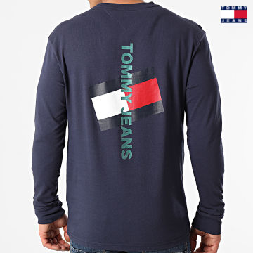 https://laboutiqueofficielle-res.cloudinary.com/image/upload/v1627651009/Desc/Watermark/3logo_tommy_jeans.svg Tommy Jeans - Tee Shirt Manches Longues Vertical Tommy Logo 0241 Bleu Marine