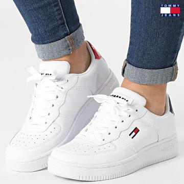 https://laboutiqueofficielle-res.cloudinary.com/image/upload/v1627651009/Desc/Watermark/3logo_tommy_jeans.svg Tommy Jeans - Baskets Femme TJM Basket 1348 White