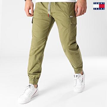 https://laboutiqueofficielle-res.cloudinary.com/image/upload/v1627651009/Desc/Watermark/3logo_tommy_jeans.svg Tommy Jeans - Jogger Pant Ethan 0118 Vert Kaki