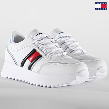 https://laboutiqueofficielle-res.cloudinary.com/image/upload/v1627651009/Desc/Watermark/3logo_tommy_jeans.svg Tommy Jeans - Baskets Femme High Cleated Iridescent 1354 White