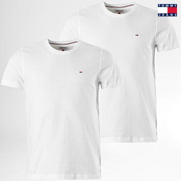 https://laboutiqueofficielle-res.cloudinary.com/image/upload/v1627651009/Desc/Watermark/3logo_tommy_jeans.svg Tommy Jeans - Lot De 2 Tee Shirts 0705 Blanc