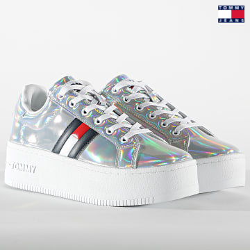 https://laboutiqueofficielle-res.cloudinary.com/image/upload/v1627651009/Desc/Watermark/3logo_tommy_jeans.svg Tommy Jeans - Baskets Femme Fully Iridescent Ironic 1366 Iridescent