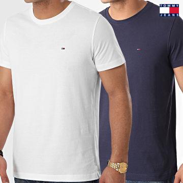 https://laboutiqueofficielle-res.cloudinary.com/image/upload/v1627651009/Desc/Watermark/3logo_tommy_jeans.svg Tommy Jeans - Lot De 2 Tee Shirts CNeck 0705 Blanc Bleu Marine